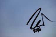 Detailaufnahme Abstraktes Acrylbild Minimalistisch schwarzer Streifen auf weißem Hintergrund zeitgenössisch schlicht