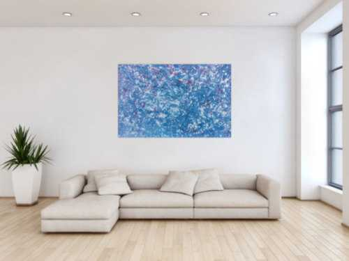 Modernes Gemälde abstrakt in hellblau und weiß mit etwas pink
