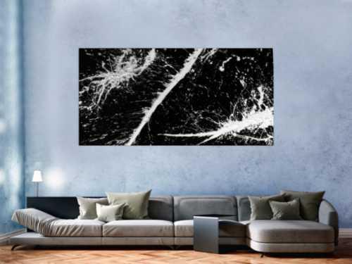 Abstraktes Acrylbild schwarz weiß minimalistisch mit Actionpainting